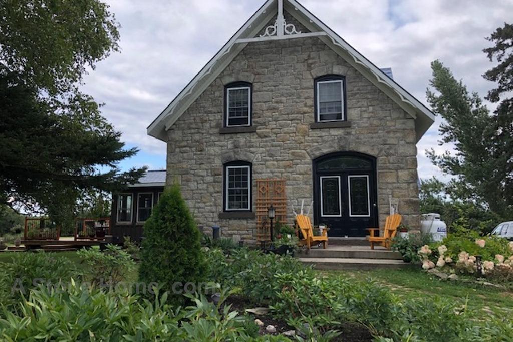 Ontario stone home near Lombardy main