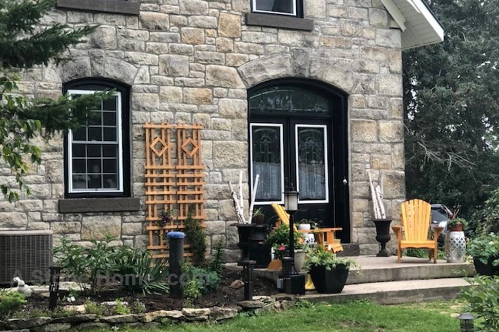 Ontario stone home near Lombardy stone detail