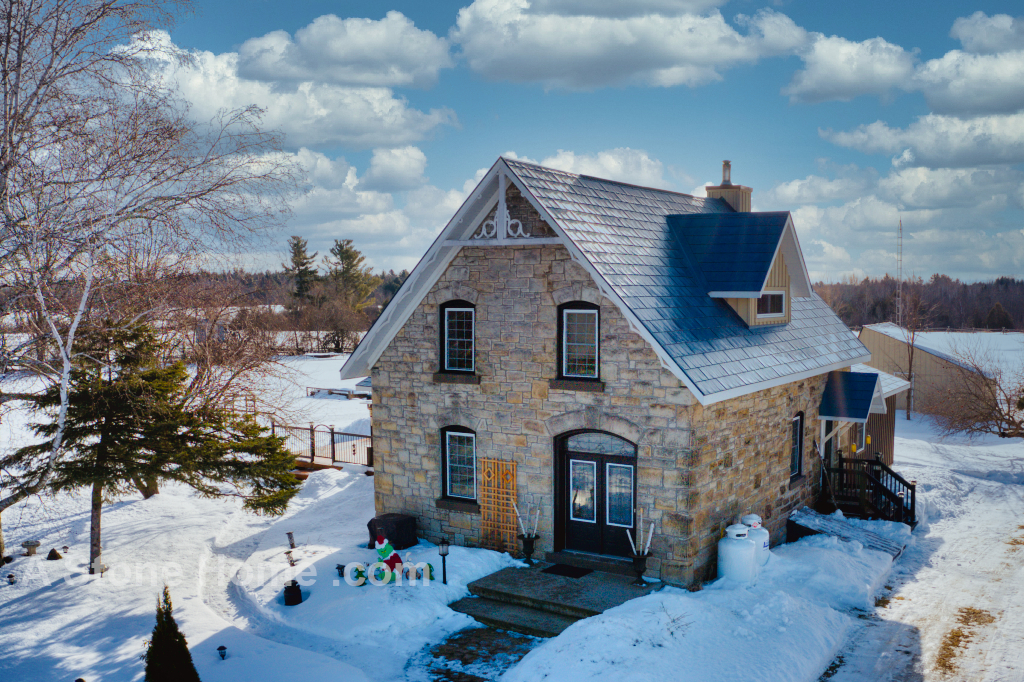 Ontario stone home near Lombardy front